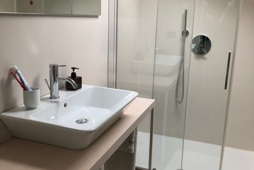 bagno con doccia piano sottotetto