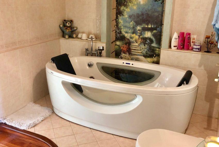 bagno padronale piano primo dettaglio vasca idromassaggio