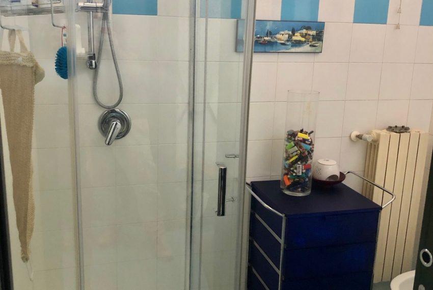 secondo bagno con doccia