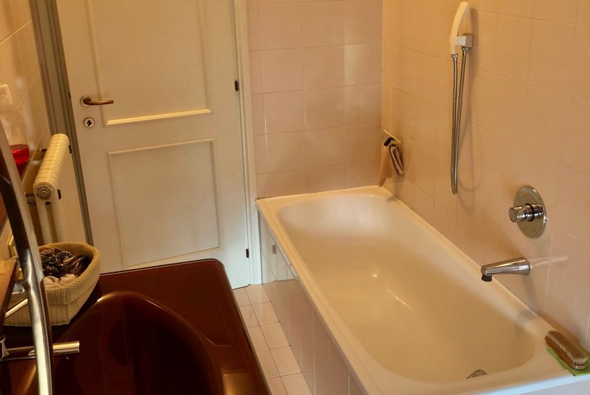 interno bagno in mansarda