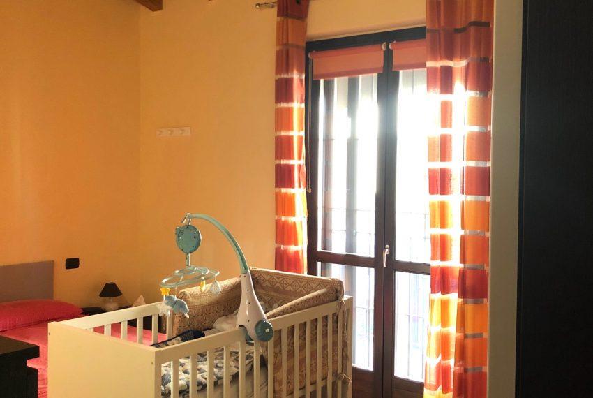 camera matrimoniale servita da balcone