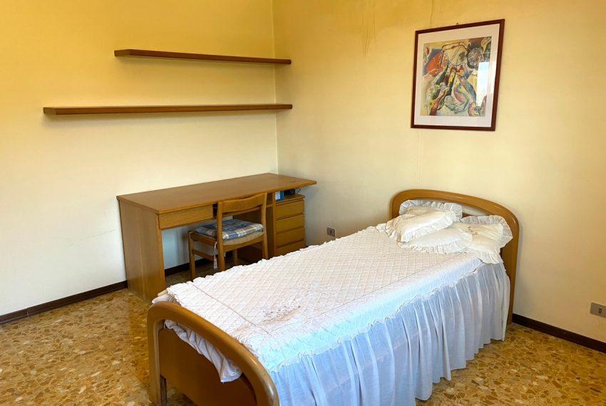seconda camera da letto di dimensione matrimoniale