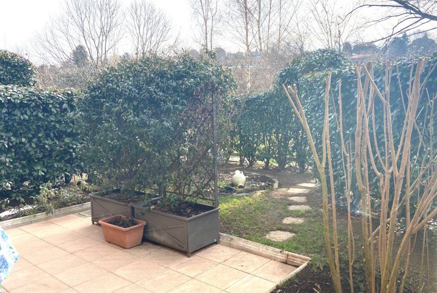 giardino fronte soggiorno