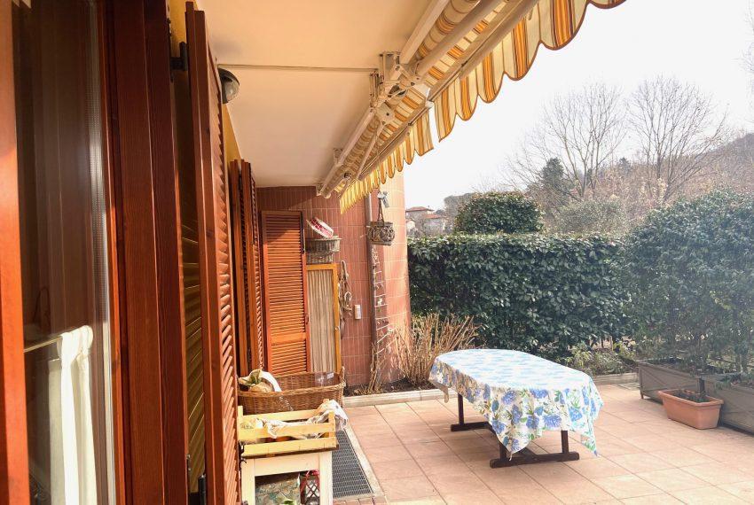 portico con tenda da sole con sensore luce