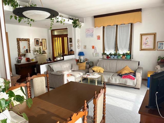 ingresso e ampio soggiorno