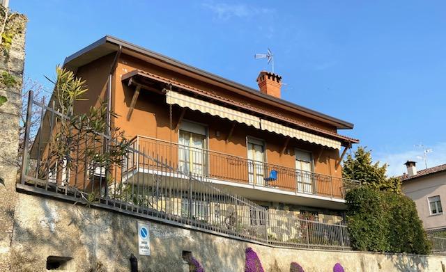 vista della facciata sud della villa