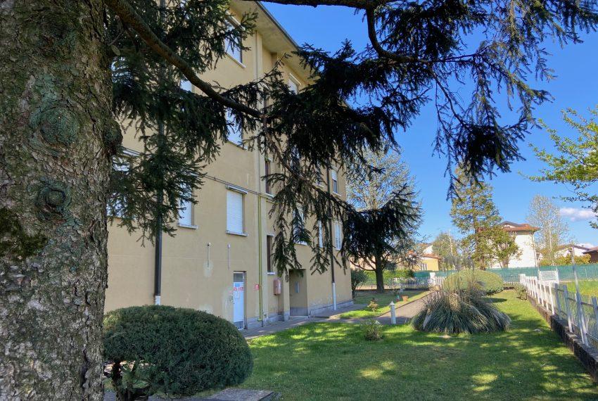 vista della palazzina e dell'area verde condominiale