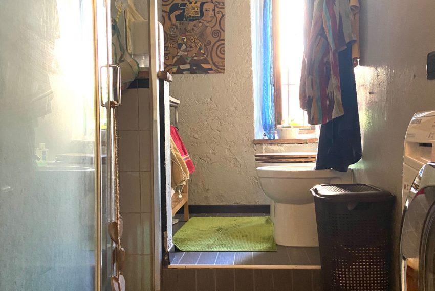 bagno finestrato con doccia