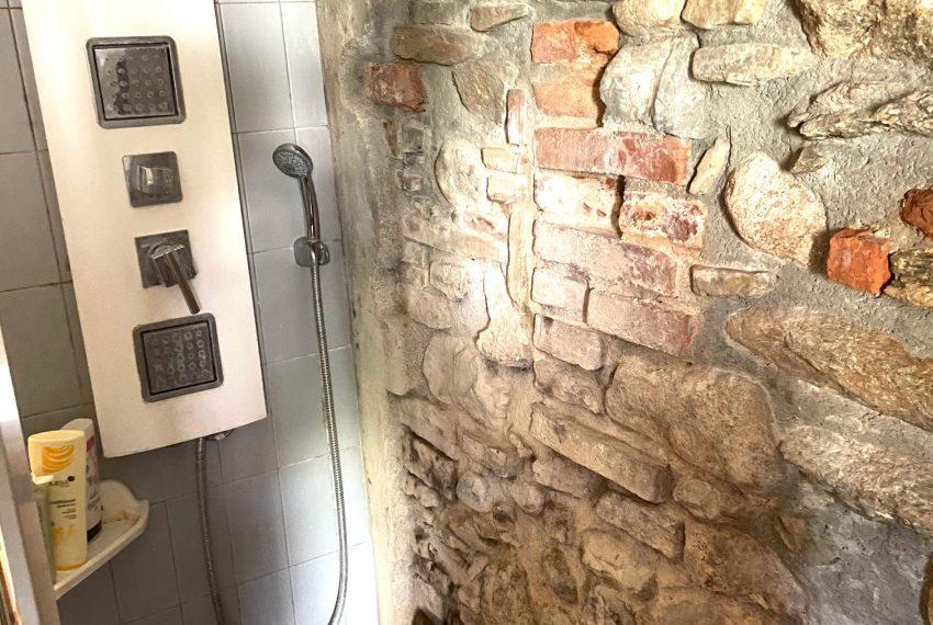 dettaglio parete doccia